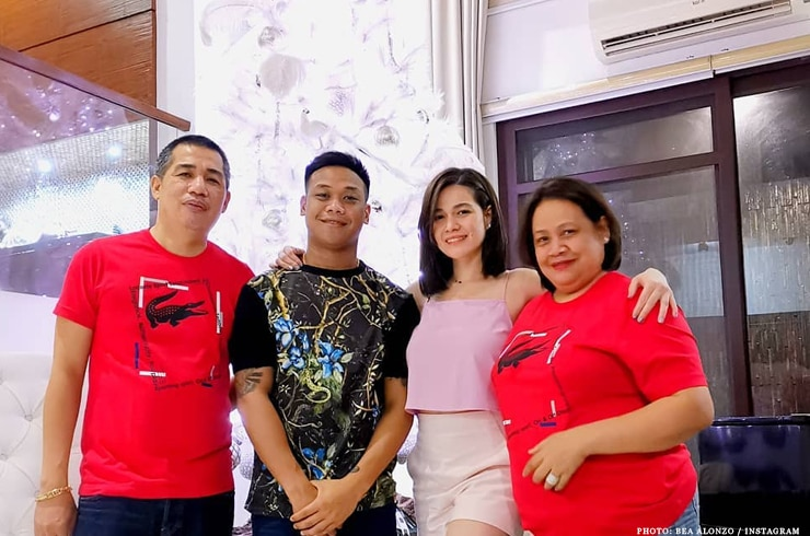 """First Love"" star Bea Alonzo with family"