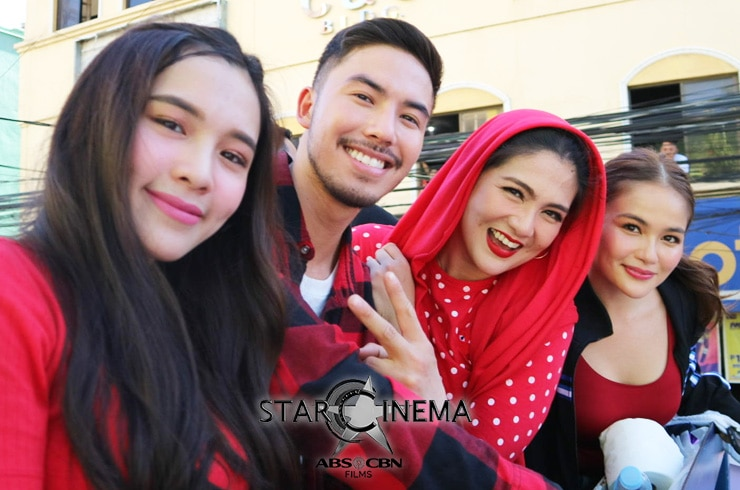 PHOTOS: 'M&M: The Mall, The Merrier' cast dazzle at the MMFF 2019 Float Parade! 11