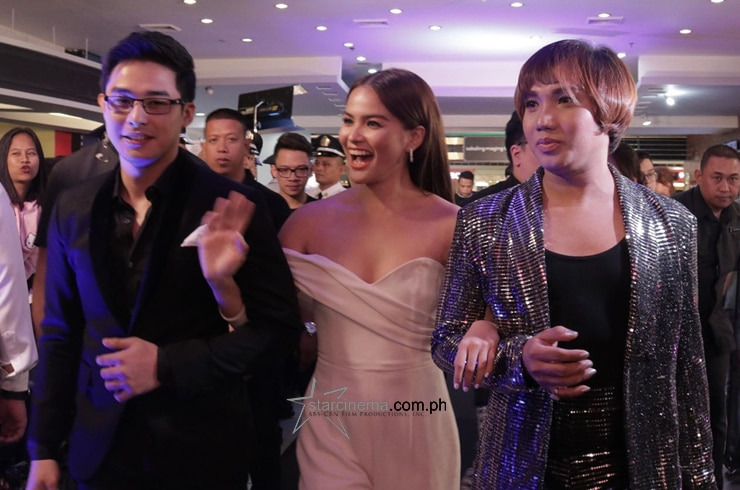 McLisse and Milo walk to the black carpet!