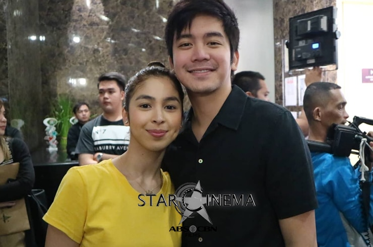 Joshua and Julia looked extra happy and blooming together!