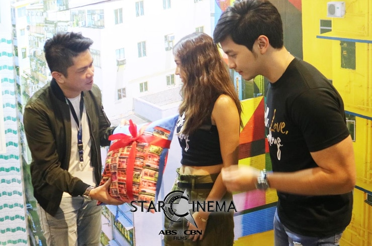 Kathryn and Alden at Travel Madness Expo 2019 03