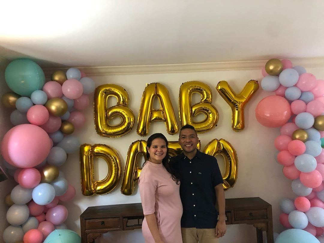 Giorgia and Ian hold a fun gender reveal party!