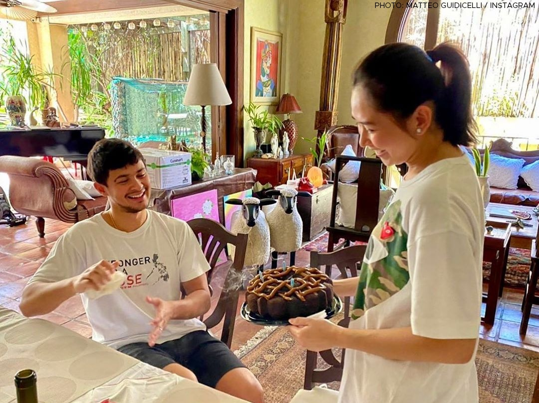 Sarah Geronimo's wifey duties!