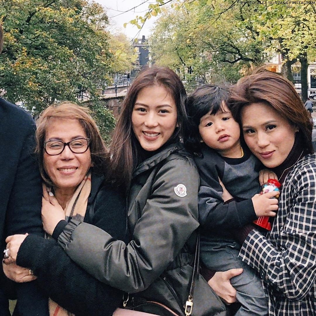 Toni and Alex Gonzaga with their Mommy Pinty