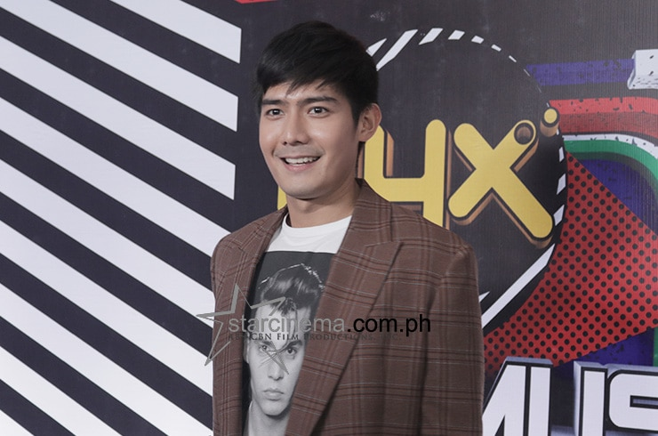 The stars descended for the '90s-themed MYX Music Awards red carpet 9