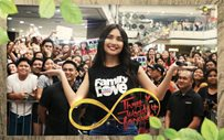 Kathryn Bernardo glows in Sta. Lucia mall show!