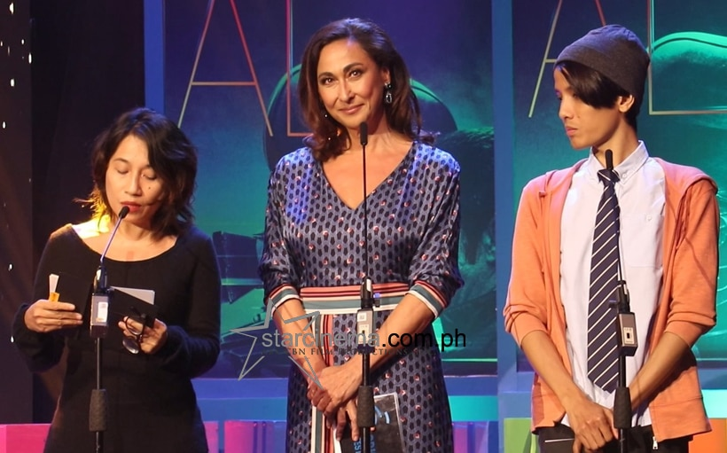 Veteran actress Cherie Gil presenting the Special Jury Prize award.
