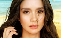 Erich Gonzales flaunts her curves in yellow swimsuit!