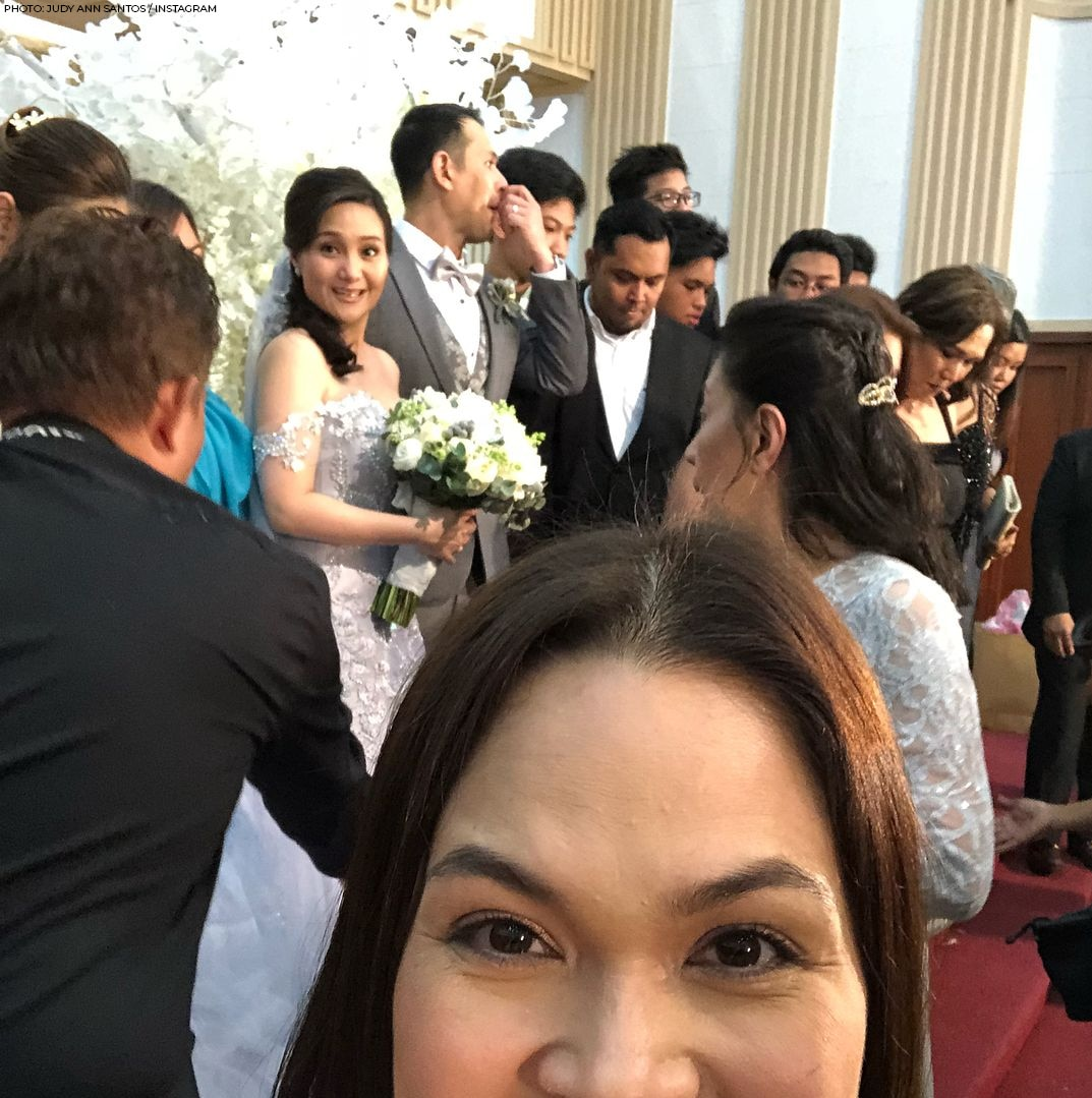 Judy Ann taking a sneaky selfie during Gladys and husband Christopher's renewal of vows