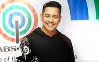Gary V renews his contract with ABS-CBN!