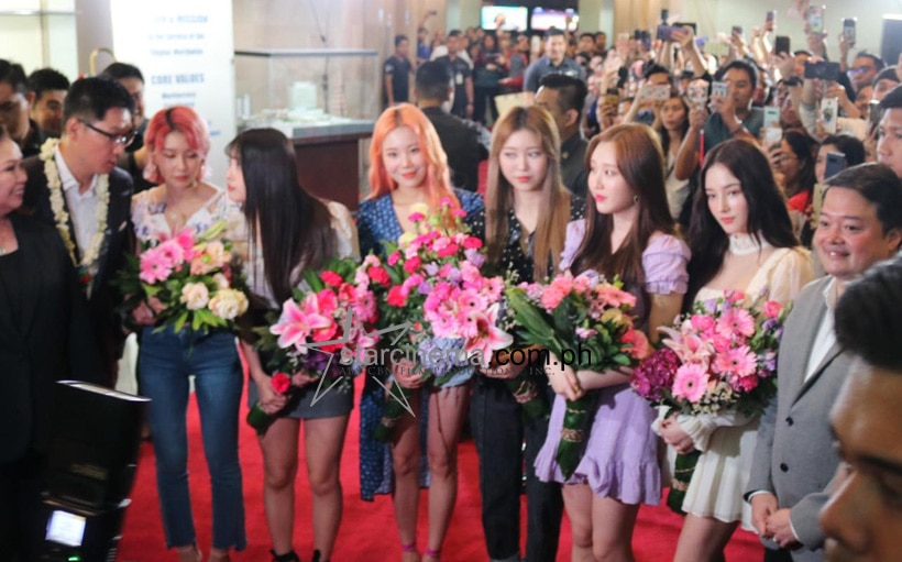 Kapamilyas welcome South Korean girl group Momoland!
