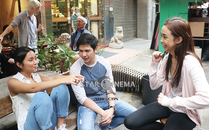 Break muna sa filming sina Joy (Kathryn), Ethan (Alden), and Mary Dale (Maymay).