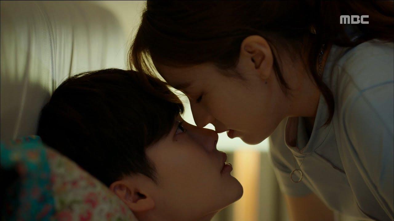 Lee Jong Suk and Han Hyo Joo on