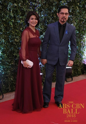 Speaking of long-lasting celebrity couples, Sandy Andolong and Christopher de Leon graced the red carpet!