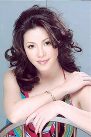 In an interview with Preview, Regine said she prefers short lashes. Just like this look from when she was starting out!